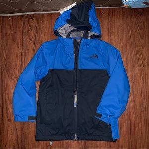 Boys north face size 5 brand new